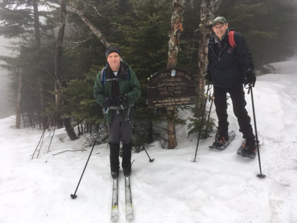 Alumni skiing